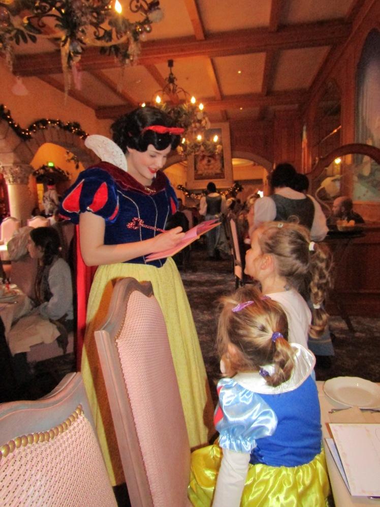 439. Disneyland París-Auberge de Cendrillon.JPG